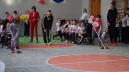 """Спортивные соревнования 1-4 классы """"А ну-ка девочки!"""""""