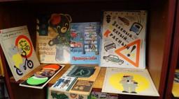 Неделя безопасности. Выставка в библиотеке на тему ПДД.