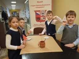 Знакомство первоклассников с экспонатами школьного музея