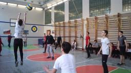 Товарищеский матч по волейболу между командой учителей и сборной учащихся 9-11 класса